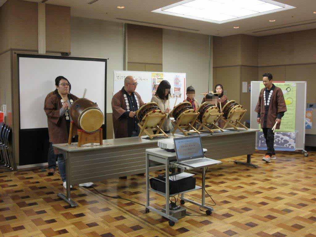 磯子公会堂で「お囃子体験講座」を開催しました。