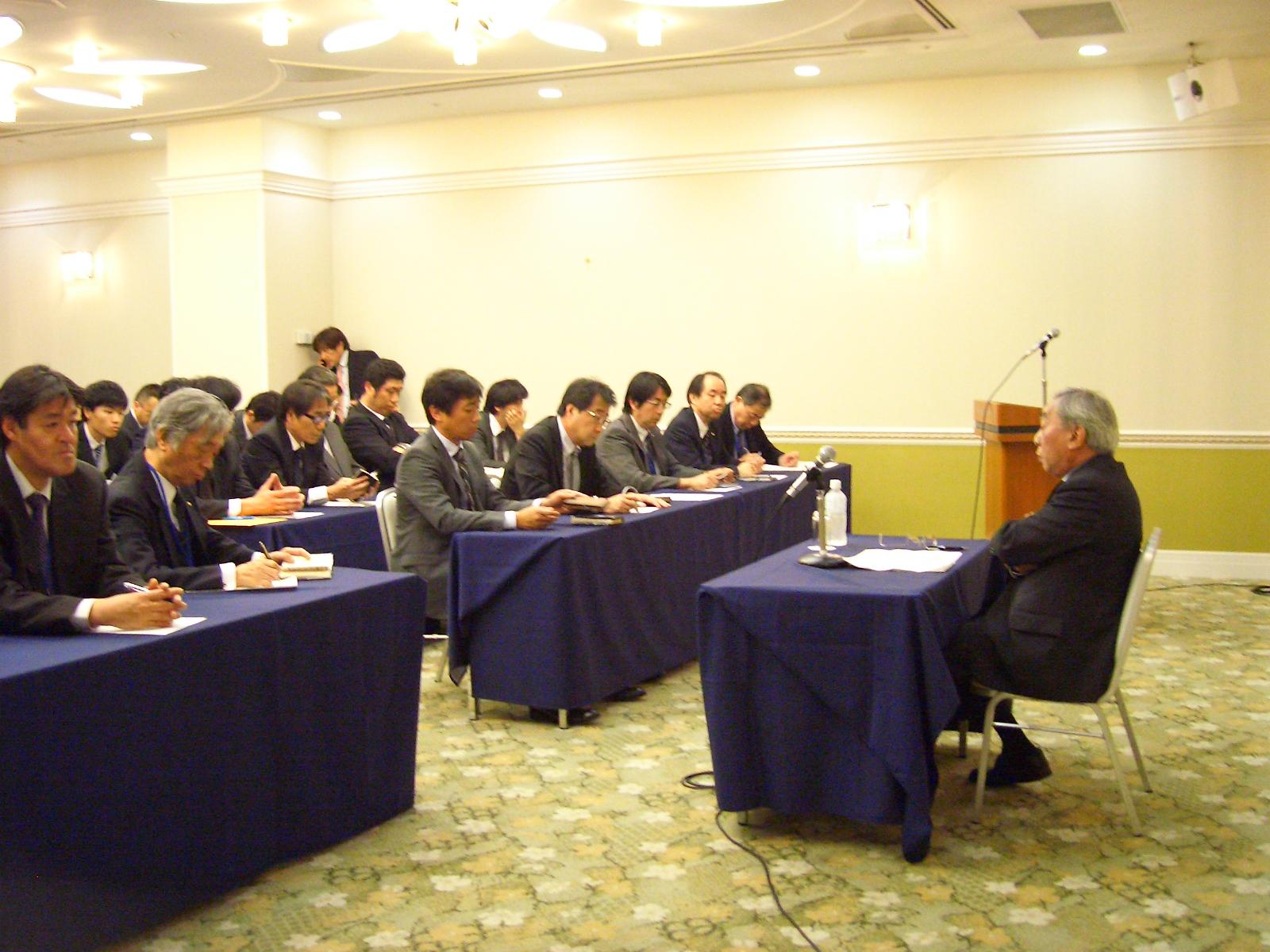 平成27年度「期中進捗状況会議」が開催されました。