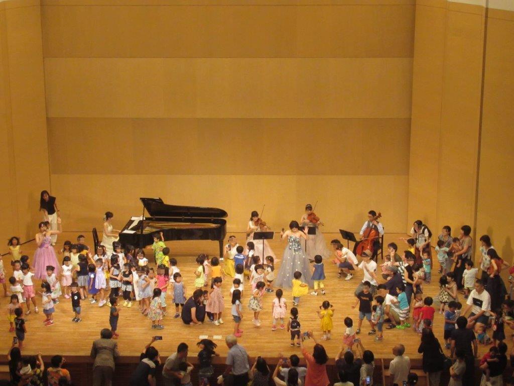 磯子公会堂自主事業「音楽のおもちゃ箱」を開催しました。